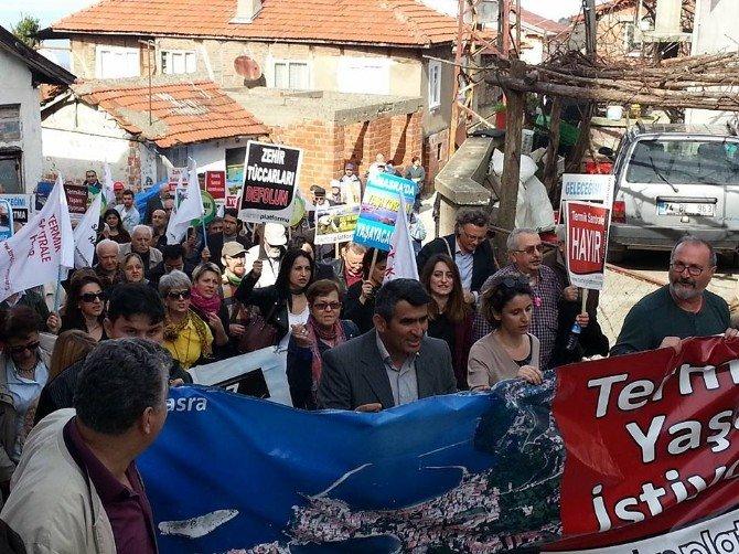 Kadınlar Köy Kahvesini Kuşattı, ÇED Toplantısı Yapılamadı
