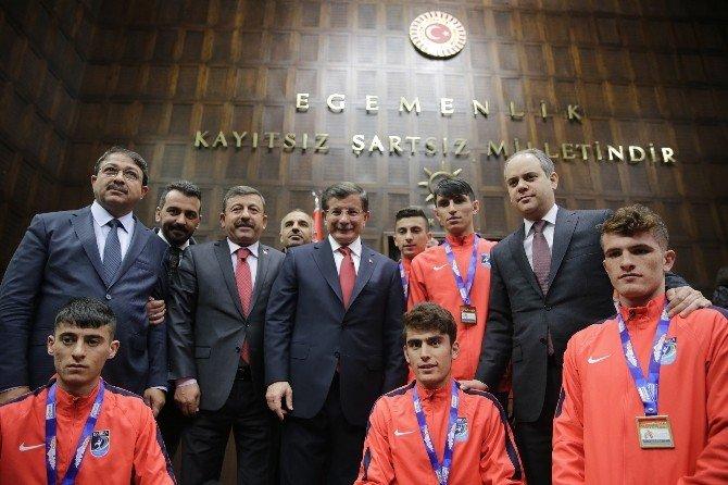 Başbakan Davutoğlu Şampiyon Sporcularla Bir Araya Geldi