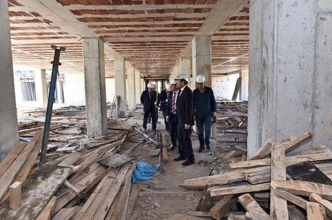 Başkan Hazinedar, Okul İnşaatını İnceledi