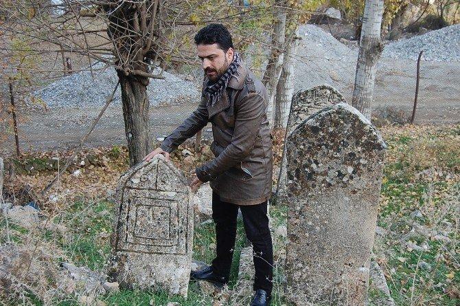 Define Avcıları Mezarlığı Tahrip Etti