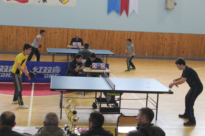 Bayburt'ta ortaokullar arası masa tenisi müsabakaları yapıldı