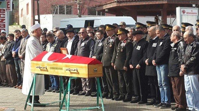 73 Yaşında Hayatını Kaybeden Emekli Astsubay Düzenlenen Askeri Törenle Toprağa Verildi