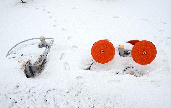 Bitlis'te Kardan Kaleler Oluştu