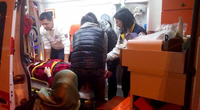 Otobüsten düşen kadın hastanelik oldu