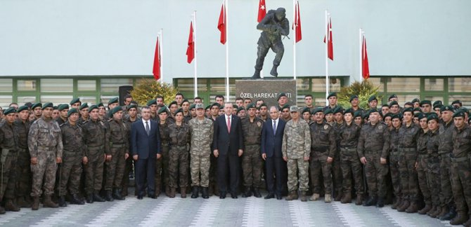 Cumhurbaşkanı Erdoğan'dan Özel Harekât polislerine ziyaret