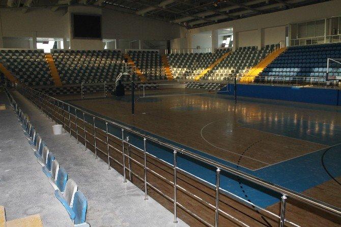 Fındıklı, Gazetecilere Yeni Spor Salonunu Gezdirdi