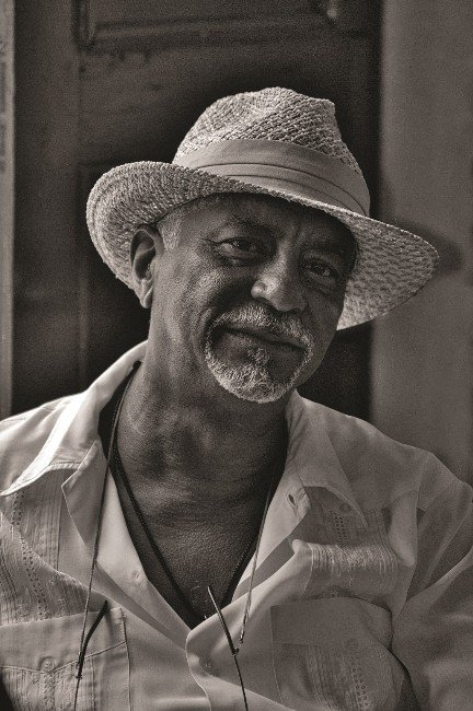 İzzet Keribar'ın Objektifinden Küba'dan Esintiler