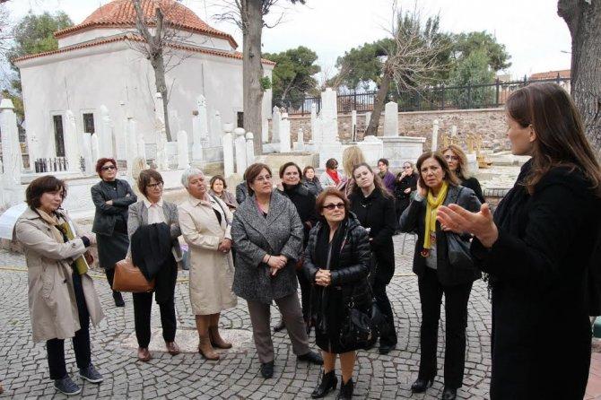 Belediye başkanı eşlerine tarih turu