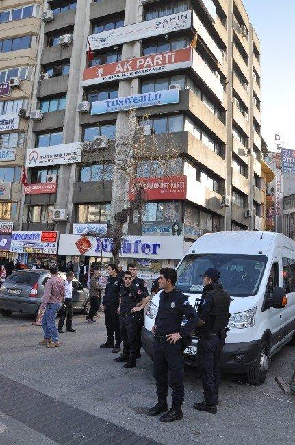 AK Parti İlçe Binasında Gergin Anlar