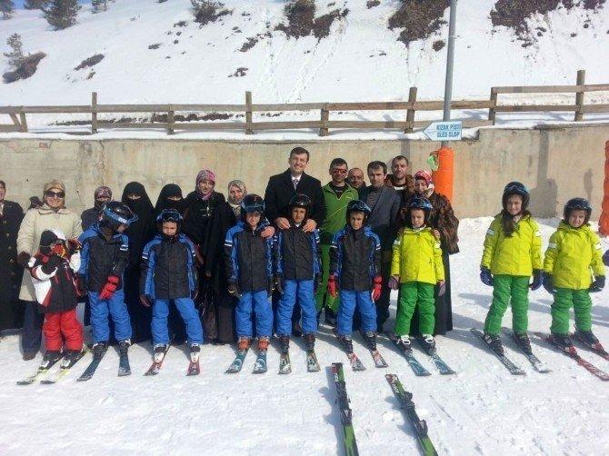 Aziziye'nin Minikleri Kayakla Buluşuyor