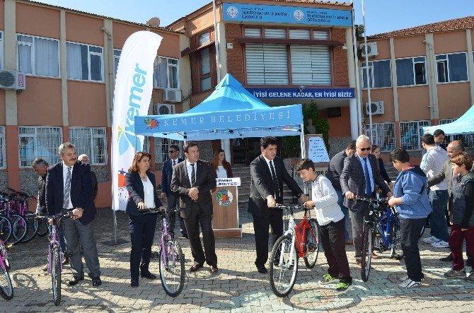 Başkan Gül'den 850 Öğrenciye Bisiklet