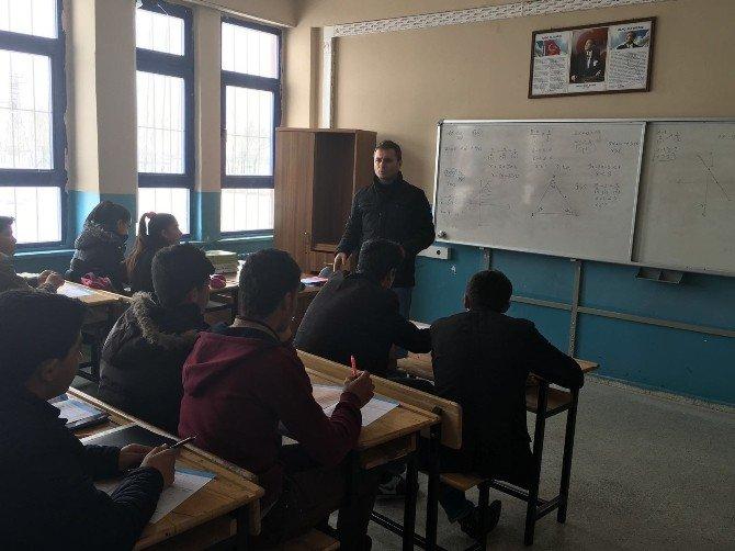 Müdür Kayretli'den Okul Ziyareti