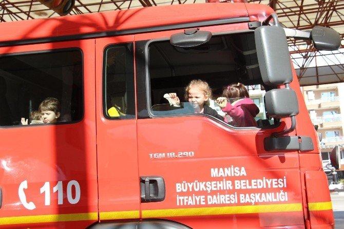 Büyükşehir İtfaiyesi Minik Öğrencileri Ağırladı