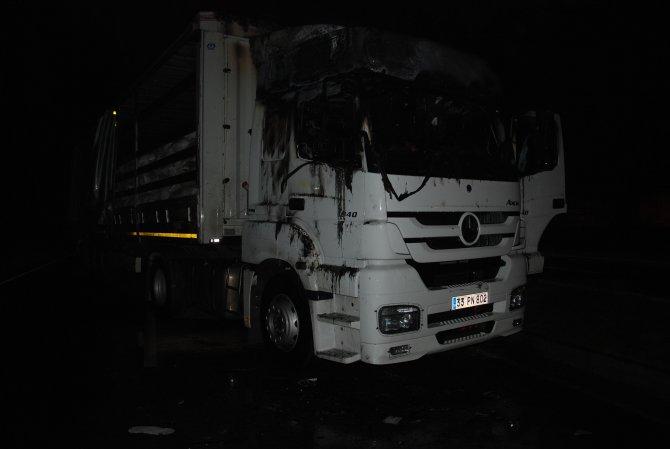 Tarsus'ta çıkan olaylarda 2 araç ateşe verildi