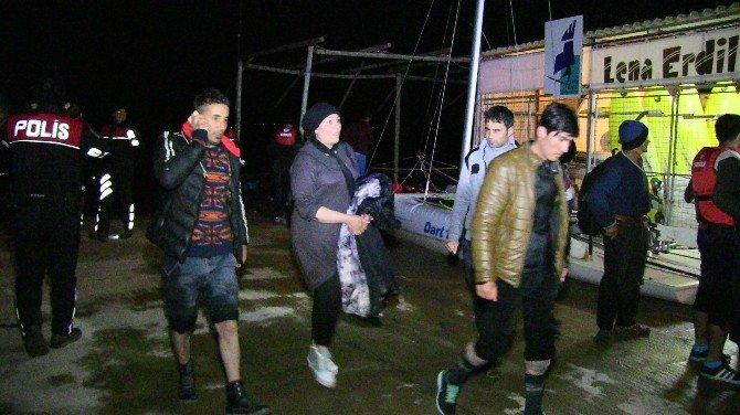 Fırtınaya Aldırmayan Mülteciler Ölümden Döndü