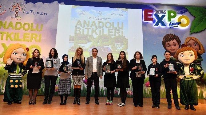 Başkan Uysal, Karadenizli Öğrencilerin Ödüllerini Verdi