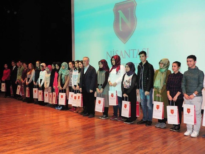 Nişantaşı Üniversitesi, Gönüllü Eğitim Projesi Öğrencilerine Ödül Verdi