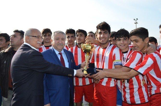 Genç Erkekler Futbol Şampiyonu Adıyaman Lisesi