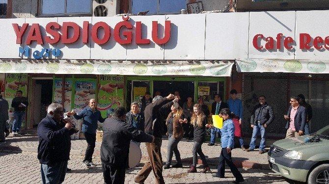Zamlı Asgari Ücrete Davul Zurnalı Kutlama