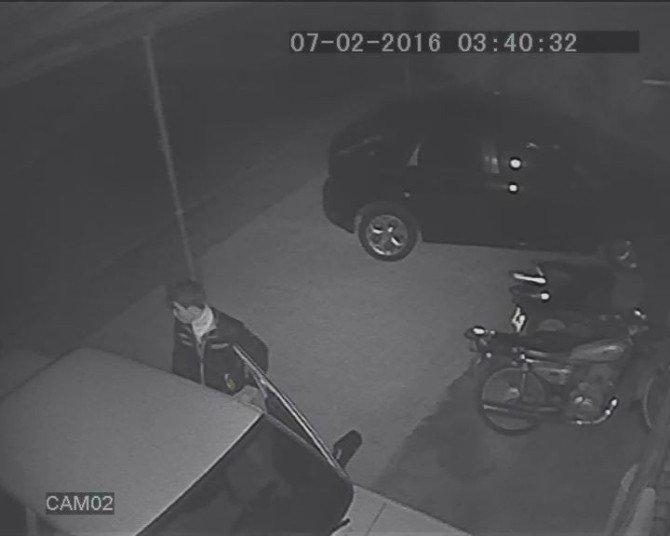 Oto Hırsızı Sevgilisine Gelince Yakalandı