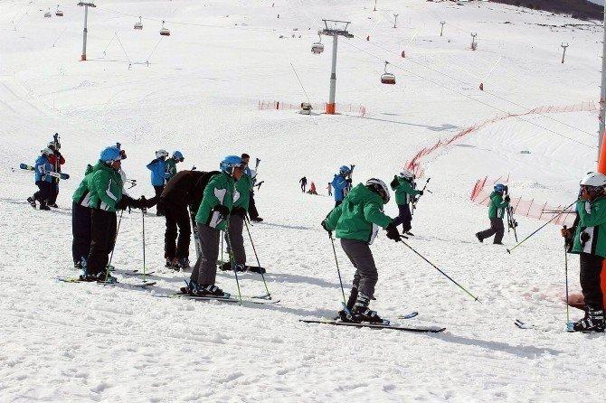 Yıldızelili Öğrenciler Kayak Öğreniyor
