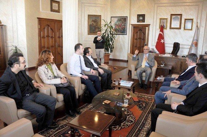 Beyaz Ay Derneği Başkanı Ayva, Başkan Yılmaz'ı Ziyaret Etti