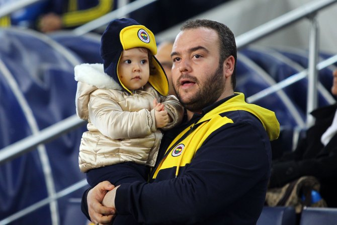 Lokomotiv'i Moskova'ya 2-0'la gönderen Fenerbahçe tur kapısını araladı
