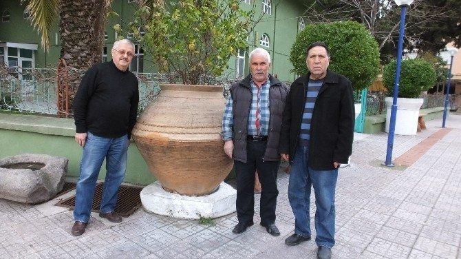 Burhaniye'de Toprak Küpler Park Süsü Oldu