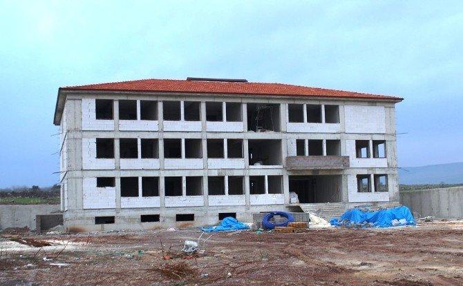 Yavuzeli Kaymakamı Yavuz Okul İnşaatında İncelemelerde Bulundu