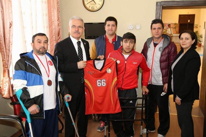 Engelliler Derneği'nden Rektör Karacabey'e ziyaret