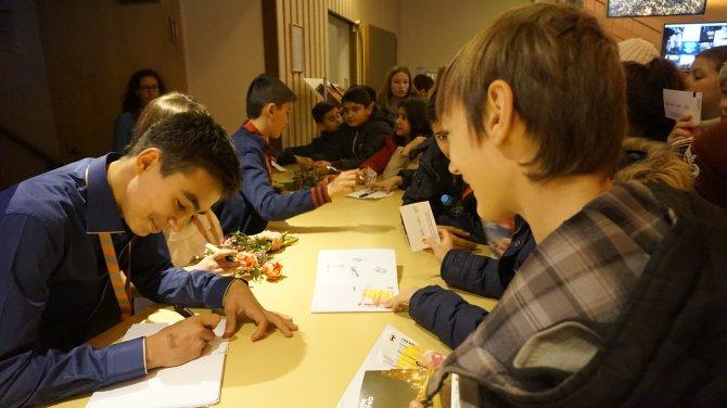 Anadolu'nun çocukları Berlin'de imza dağıttı