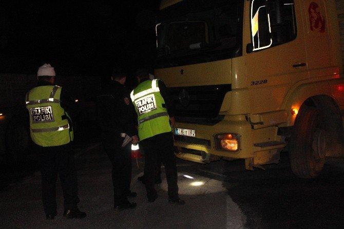 Adana'da Trafik Kazası: 1 Ölü, 2 Yaralı