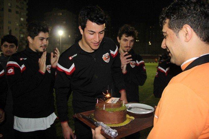 Adanaspor'da Merthan Ve Yakup'a Doğum Günü Sürprizi