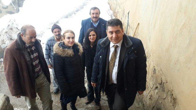 Hamur'da Bir Kız Çocuğu Okula Kazandırıldı