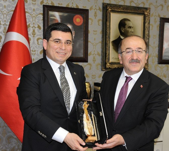 Akdeniz Belediyeler Birliği'nden Başkan Gümrükçüoğlu'na Ziyaret