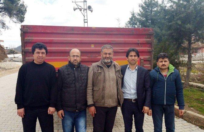 AK Parti Yardım Tır'ını Türkmen Komutanına Teslim Etti