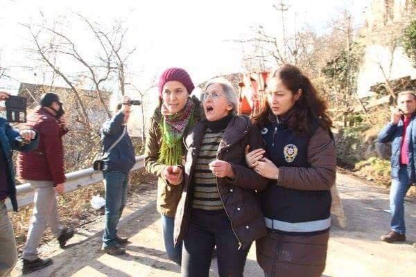 Valilik önünde tabaklı çanaklı Cerattepe protestosu