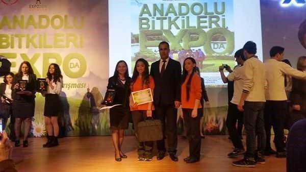 """Ayvalıklı Öğrenciler, """"Anadolu Bitkileri EXPO""""dan Ödülle Döndü"""