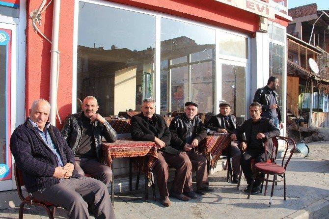 Oltu'da Açık Alanda Çay Keyfi