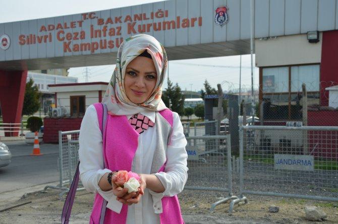 Tutuklu gazeteci Baransu'nun eşi, sevgililer günü hediyesini cezaevinde aldı