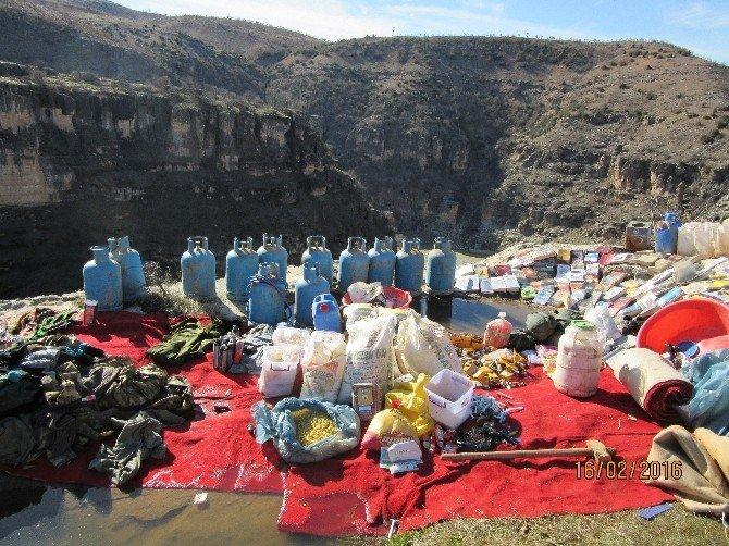 Batman'da PKK Sığınaklarında El Yapımı Bomba Ve Yaşam Malzemesi Ele Geçirildi
