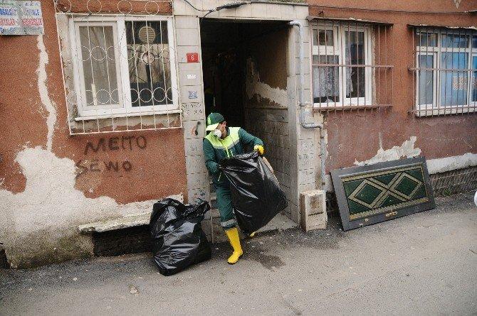 'Prenses'in Evinden Kamyonlarca Çöp Çıktı