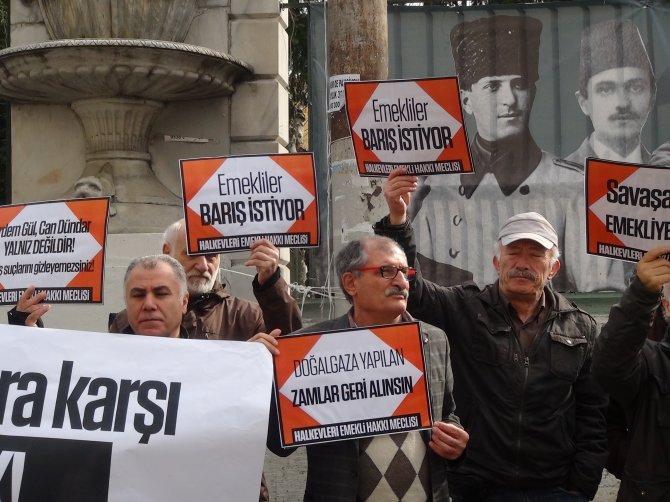 Emeklilerden zam ve savaş protestosu