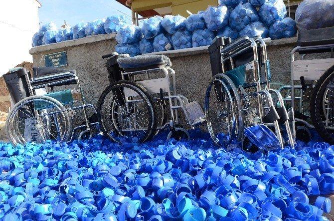 Engelliler İçin ABD Nüfusuna Yakın Mavi Kapak Topladılar