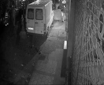 Yangın yerindeki can pazarı güvenlik kamerasında