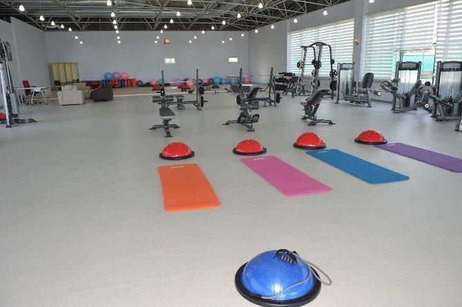 Fitnessraum modern  a Modern Fitness Salonu