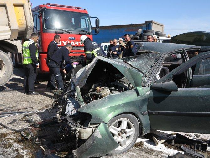 Erzin'de trafik kazasında iki kişi hayatını kaybetti.