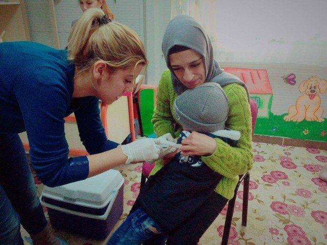 Suriyeli Çocukları Aşılama Çalışmaları Sürüyor