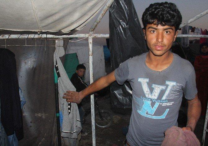 Suriyelilerin Kaldığı Çadıra İşaret Fişeği Düştü