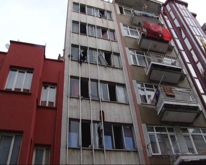 Yabancı uyruklu 10 kişinin kaldığı evdeki yangın ucuz atlatıldı